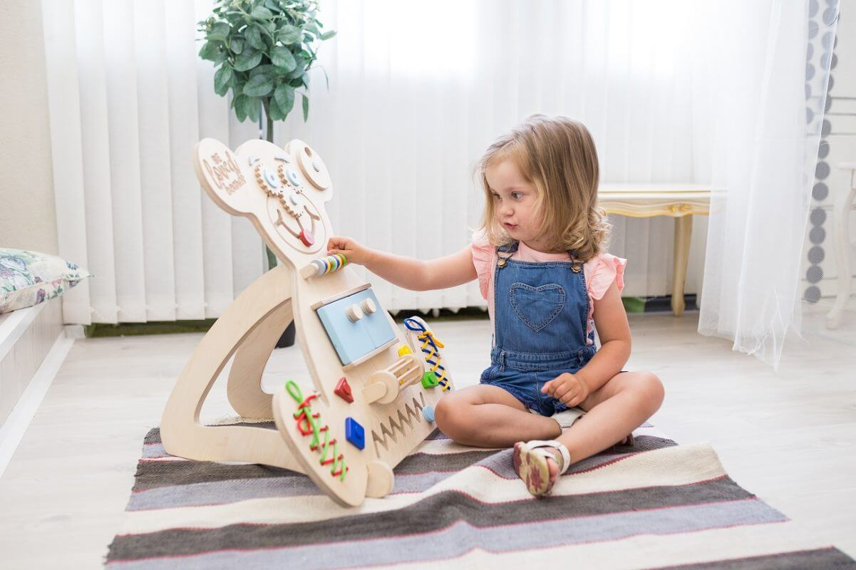 Educational wooden busy board Greis